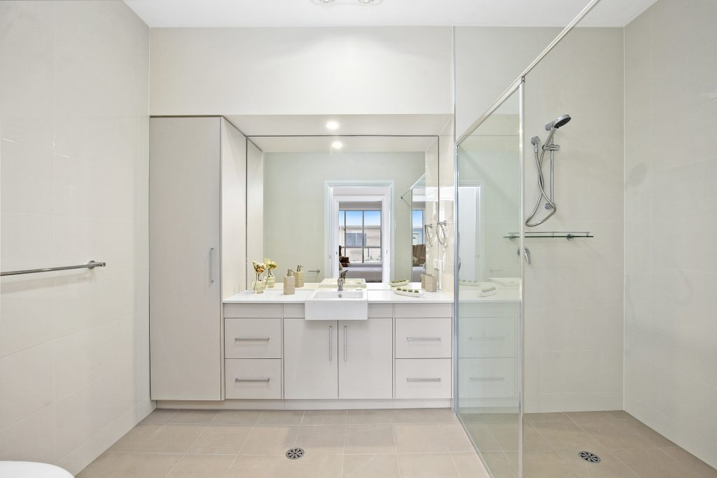 Oversized master en suite bathroom - with ample storage and bench space